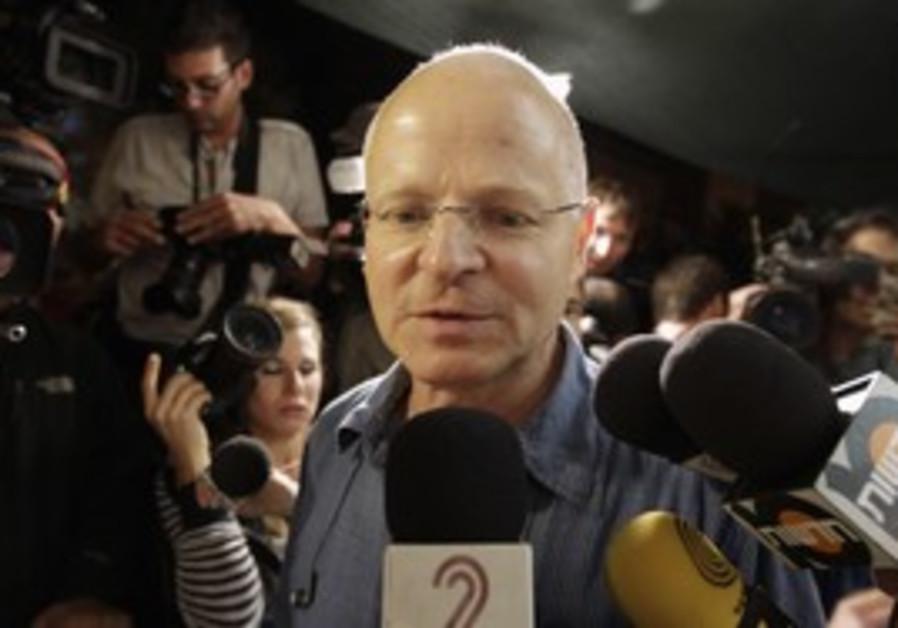 Noam Schalit speaks to the press, Tuesday night