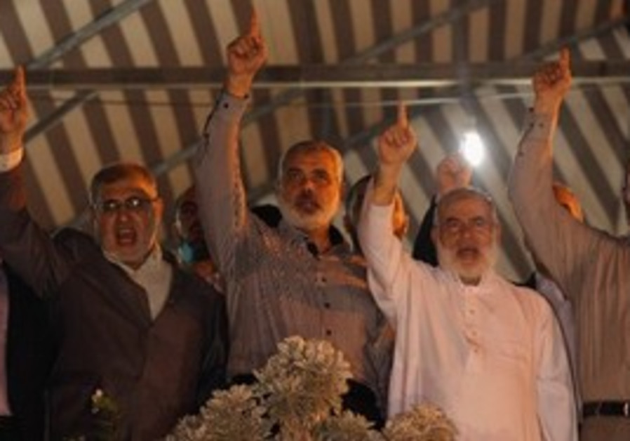 Hamas PM Haniyeh celebrates prisoner deal in Gaza