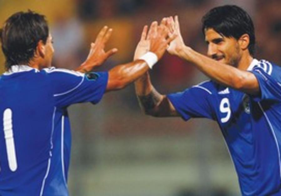 Israeli midfielders Rafaelov and Buzaglo
