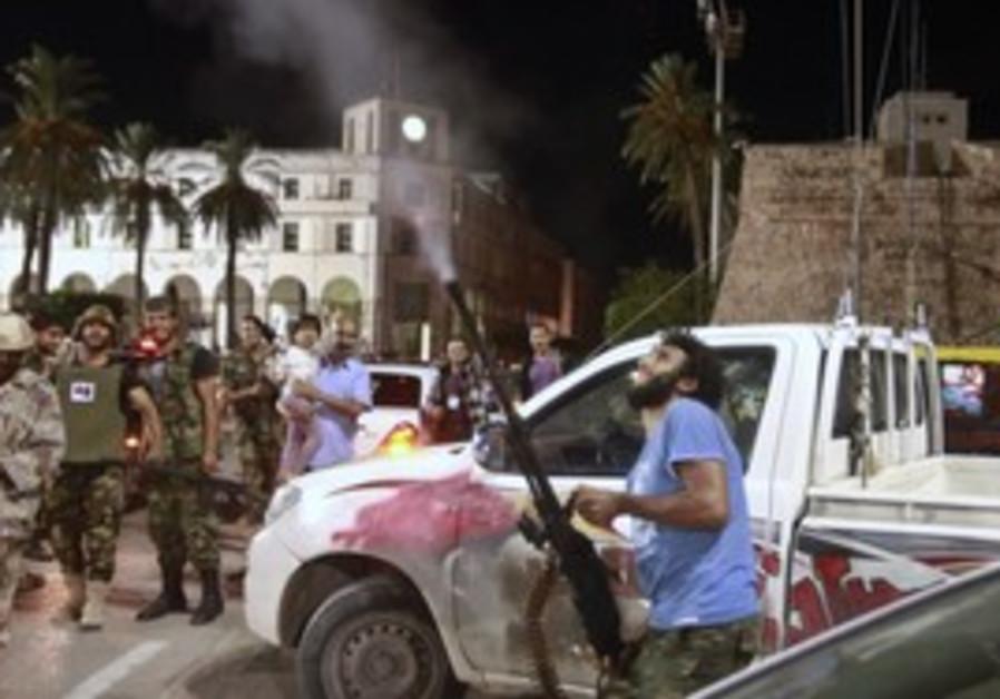 Libyan fires in air at Mo'tassim Gaddafi's capture