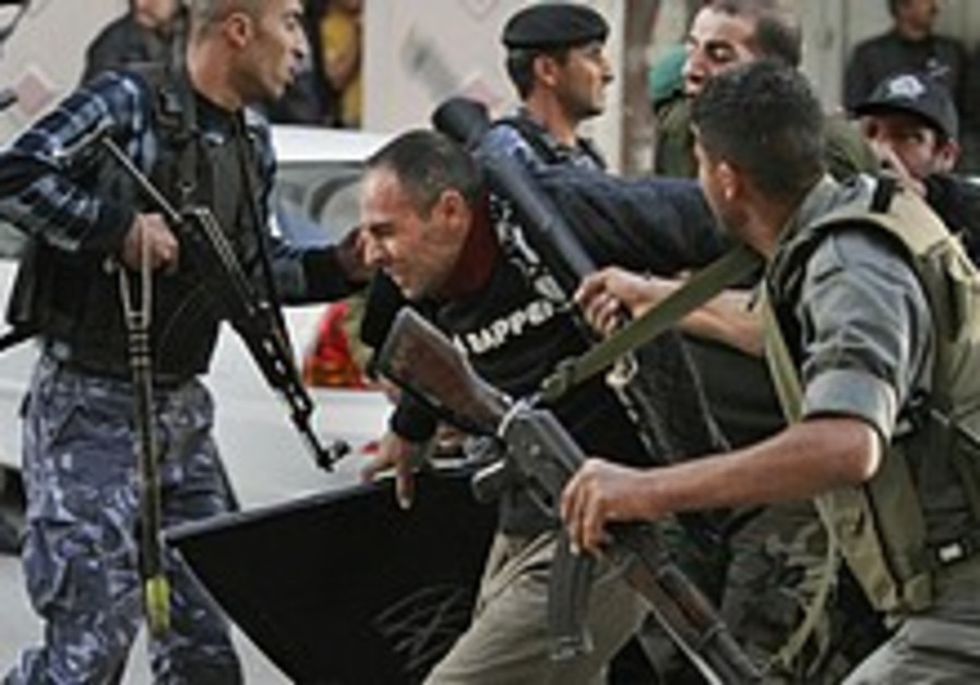 At least 60 hurt in Fatah-Hamas clashes
