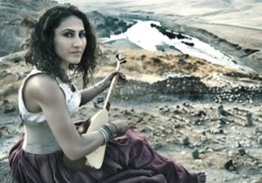 Turkish singer and saz player Aynur.