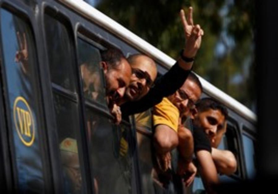 Palestinian prisoners enter Gaza from Egypt