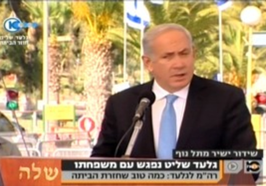 Netanyahu speaks at Tel Nof after meeting Schalit