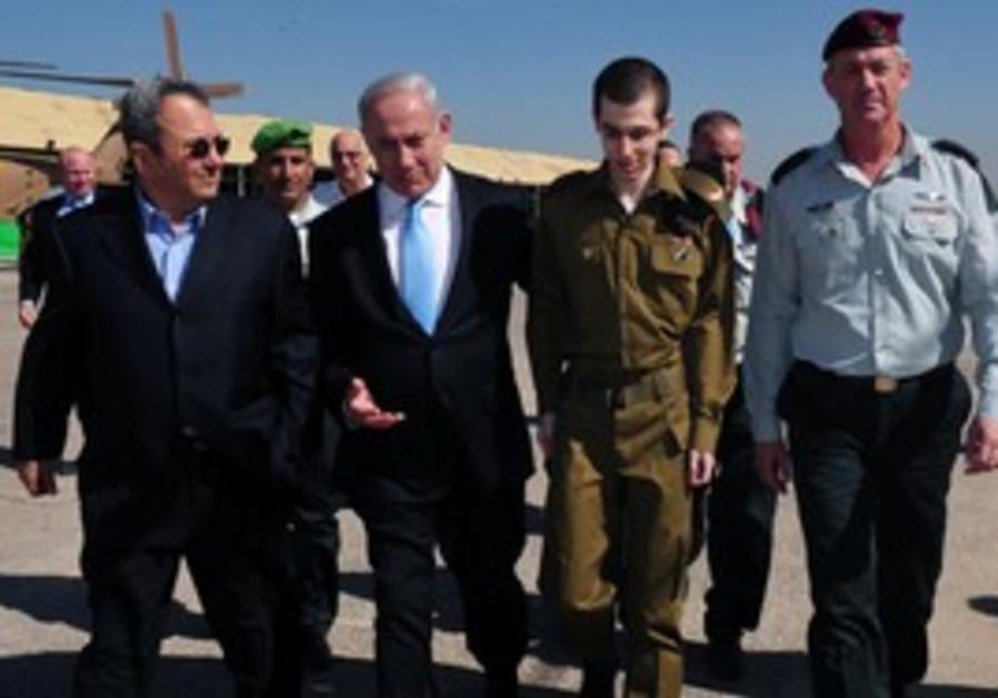 Gilad Schalit at Tel Nof with PM, Barak and Gantz