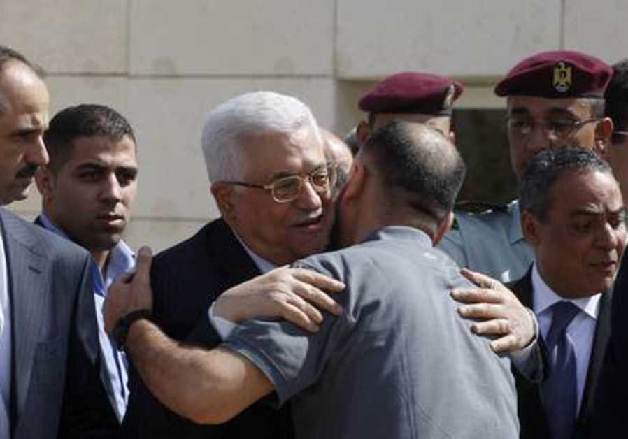 Mahmoud Abbas meets Palestinian prisoners