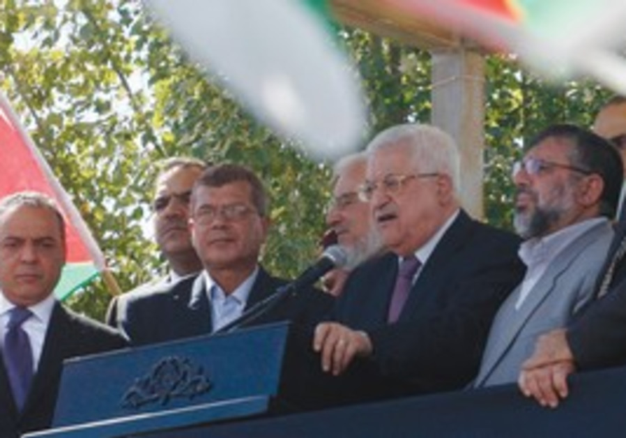 Abbas addresses released prisoners in Ramallah