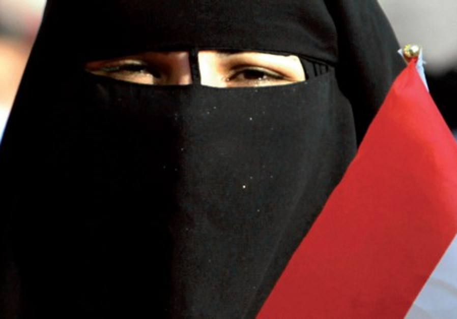 Muslim woman with the Egyptian flag