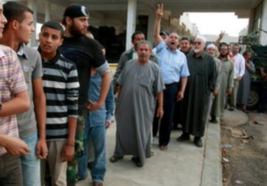 Libyans line up to see Gaddafi's body in Misrata
