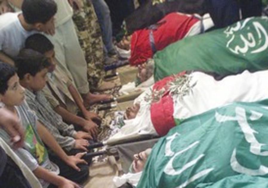 Gazans bury dead