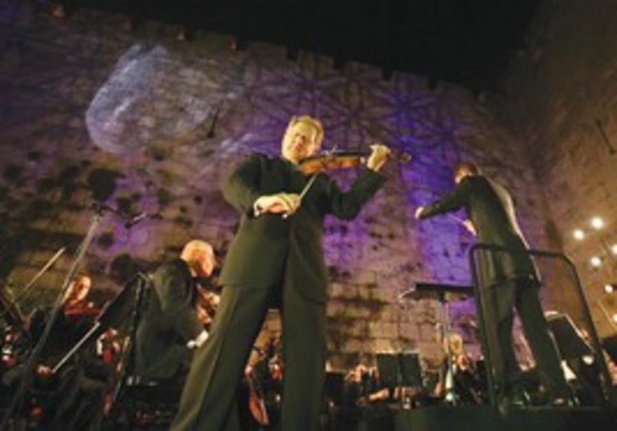 Internationally acclaimed violinist Shlomo Mintz