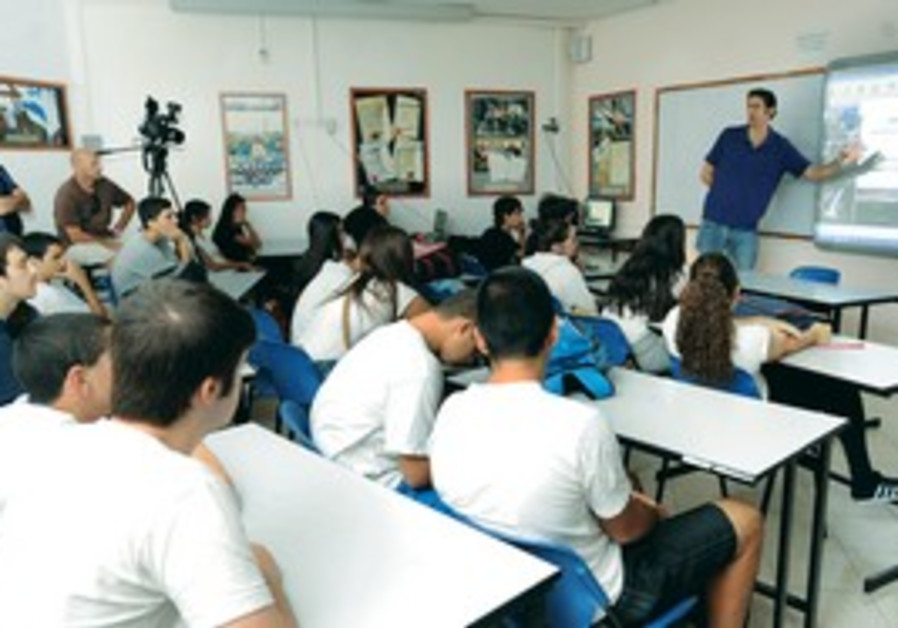 Students in Holon learn about Dead Sea