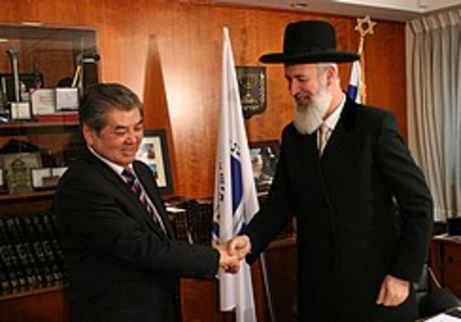 Kazakh minister invites chief rabbis to inter-religious conference with Iran