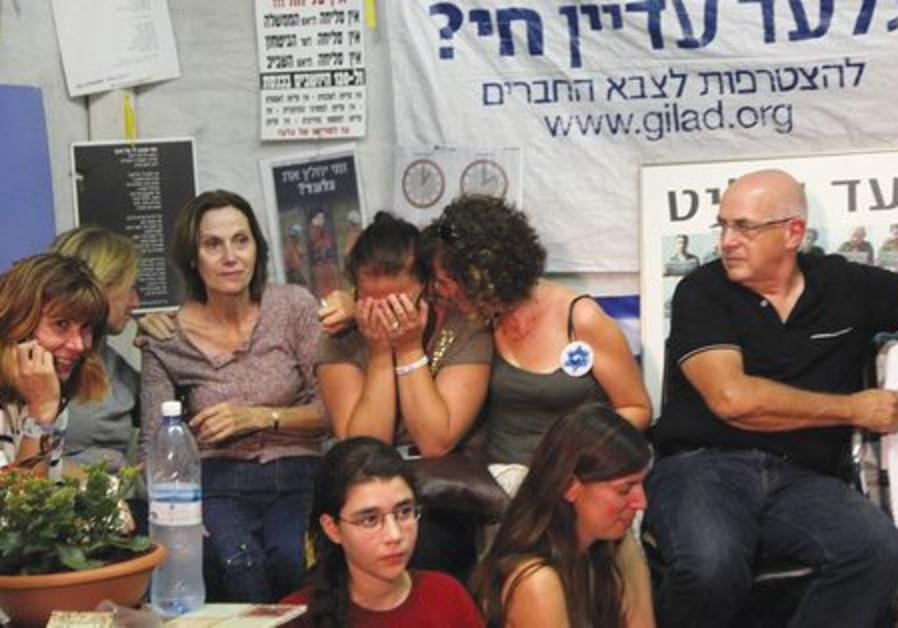 Tears of joy for Schalit's liberation
