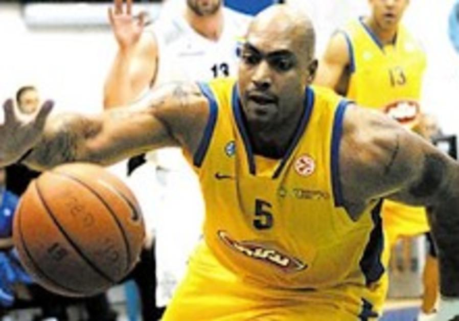 Local Hoops: Bnei Hasharon thrashes Maccabi TA