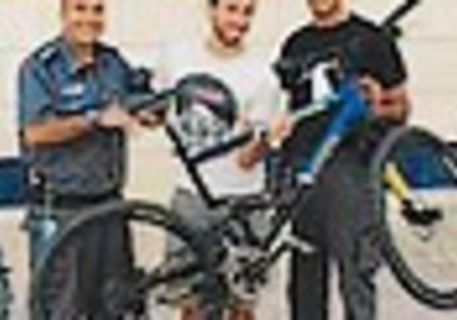 Tel-aviv police returns stollen bikes