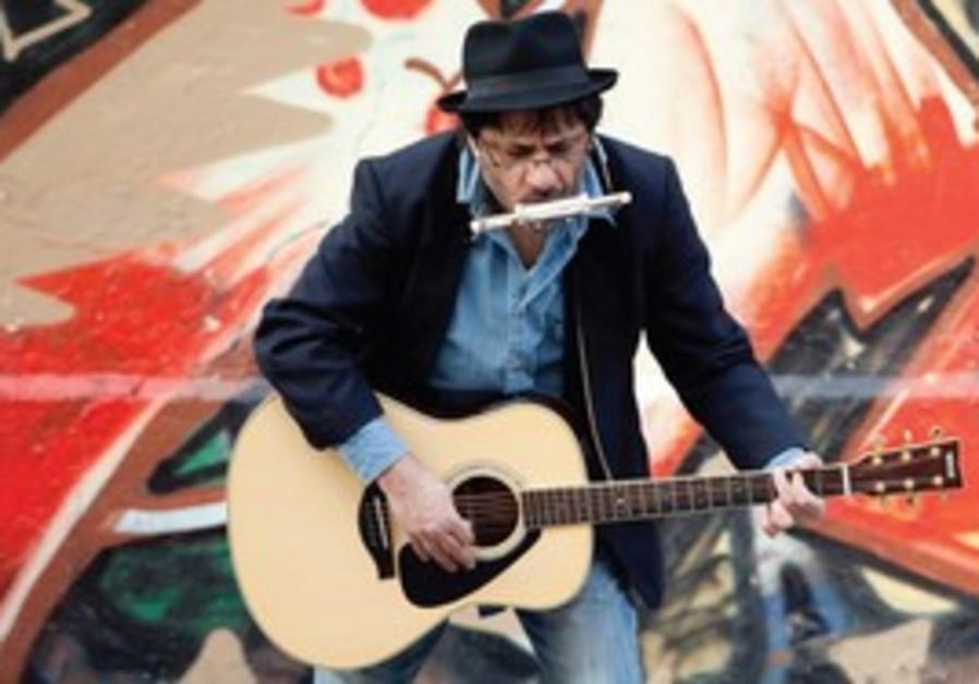 Meir Banai performs