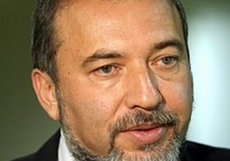 Lieberman may pull party from gov't
