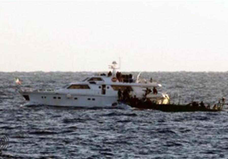 IDF naval soldiers intercept Gaza-bound ship