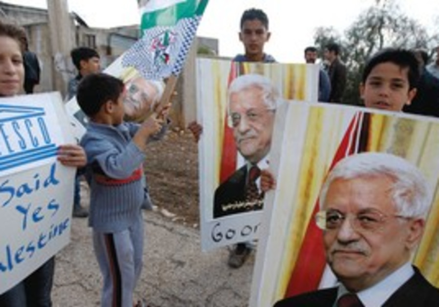 Kids with posters of PA President Mahmoud Abbas