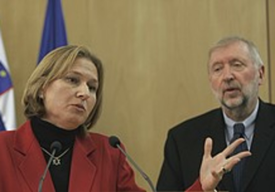 Livni: World need not get involved in Israel-PA talks