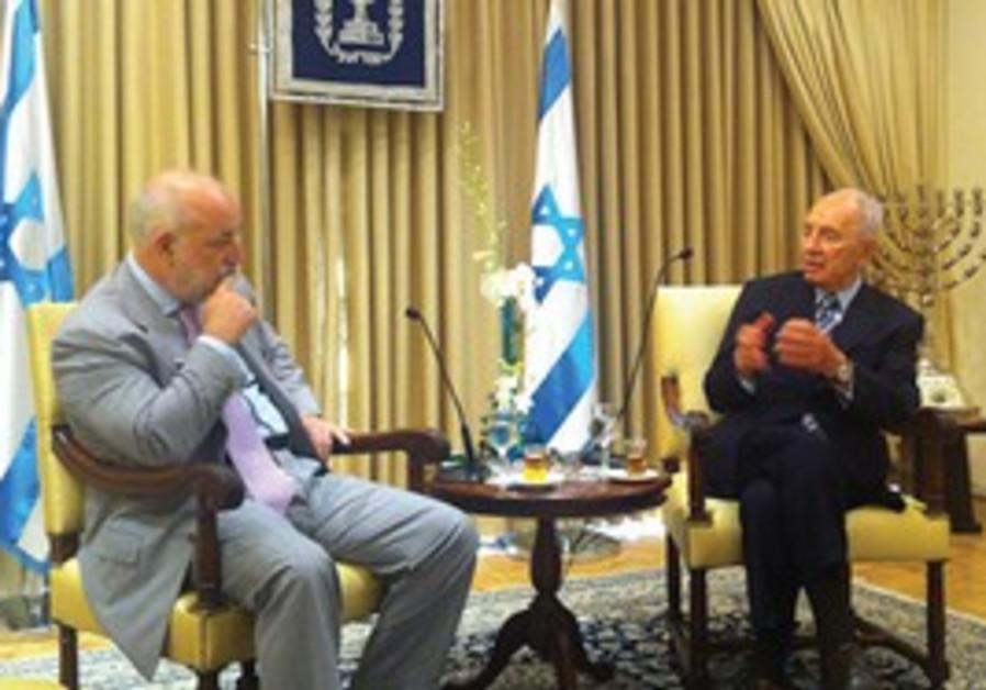 Peres, Skolkovo president  Viktor Vekselberg
