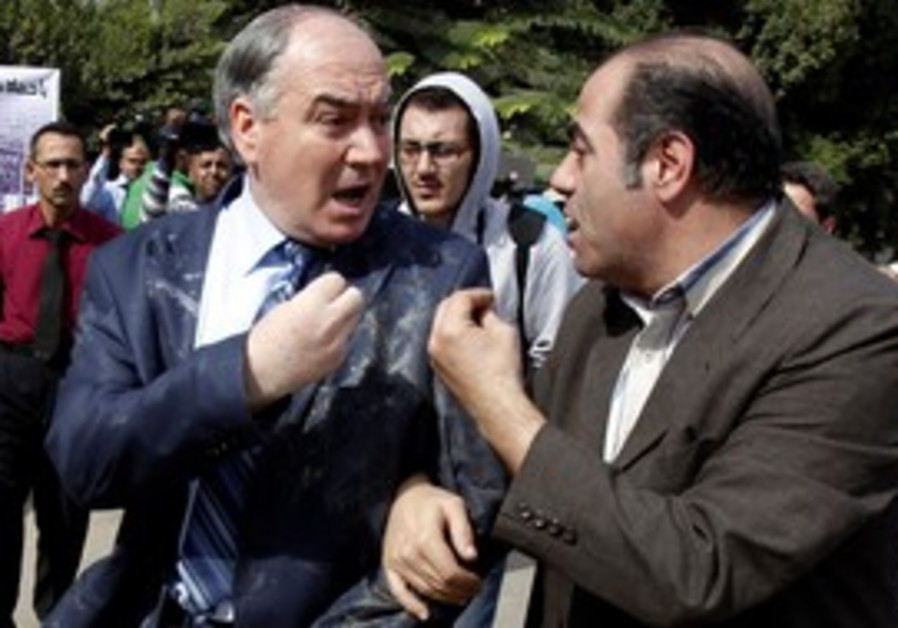Member of Syrian opposition egged by demonstrators