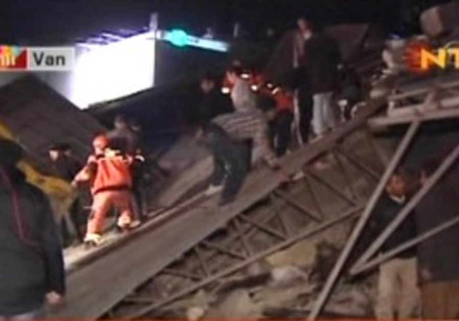 Rescue workers after earthquake in Turkey