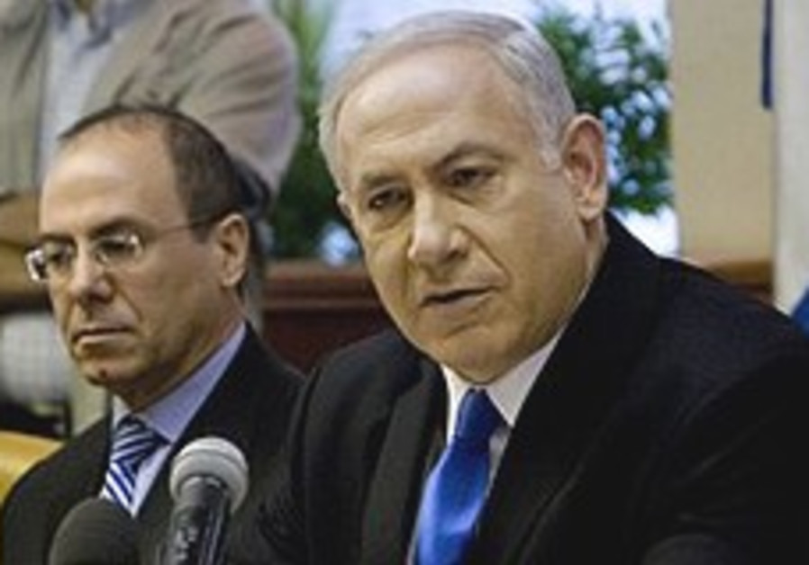 Netanyahu and Shalom attend cabinet meeting.