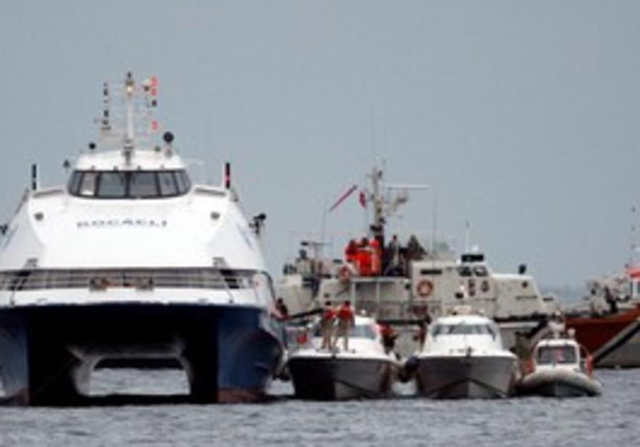 "Passengers disembark from the hijacked ""Kartepe"""