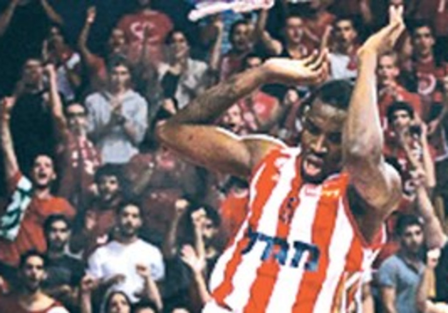 JARVIS VARNADO of Hapoel Jerusalem slams