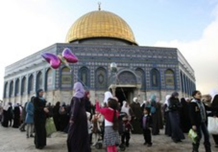 Muslims meet at the Dome of the Rock