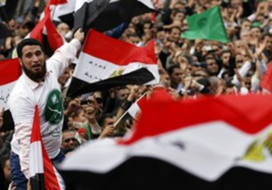 Thousands protest at Tahrir Square