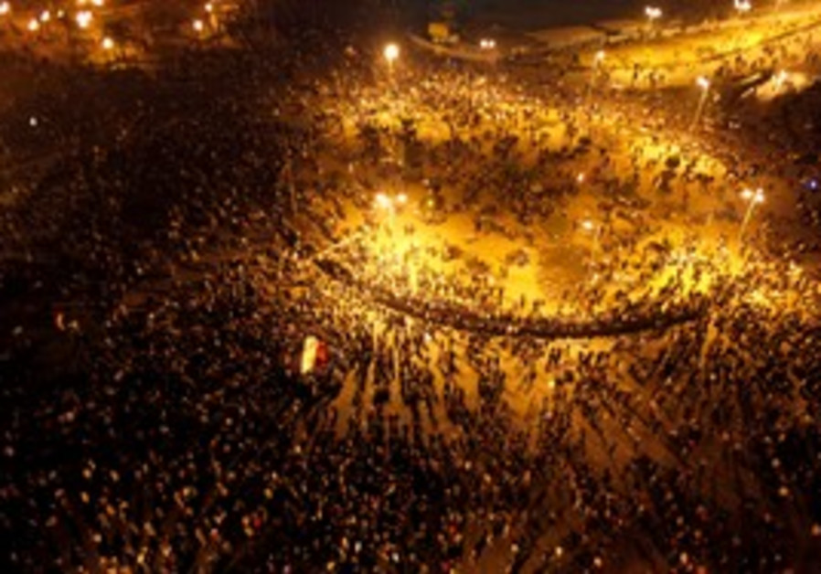 Egyptian riot policemen try to disperse protesters