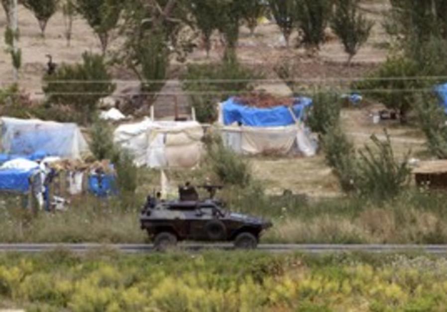 Turkish troops patrol border with Syria