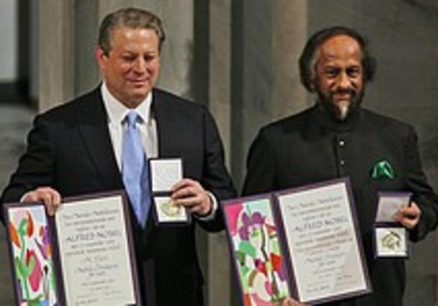 Gore, UN climate panel chairman accept Nobel Peace Prize