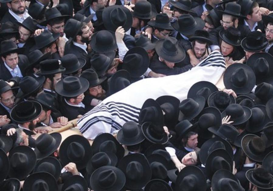 Rav Nosson Tzvi Finkel's funeral .