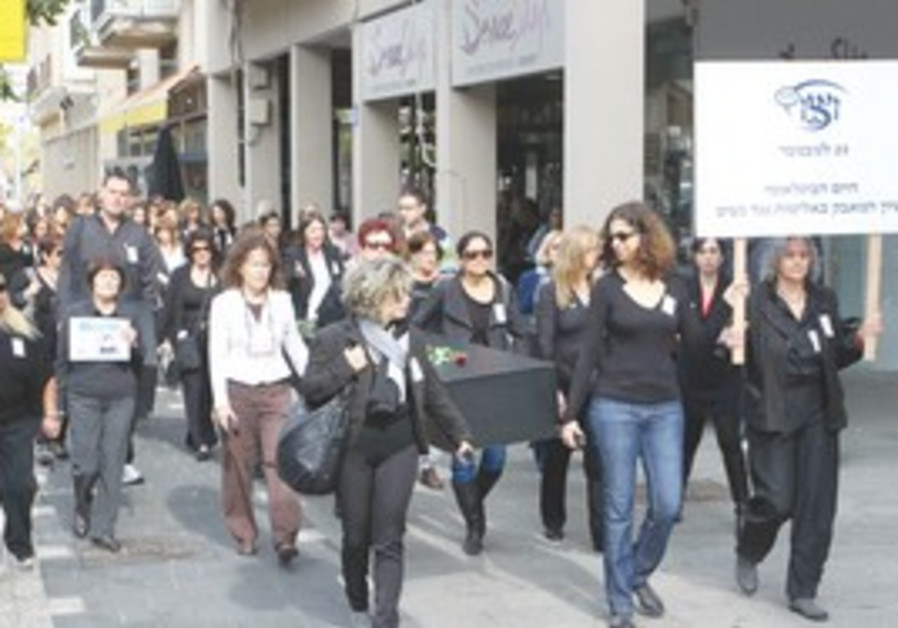 Tel Aviv rally against violence toward women