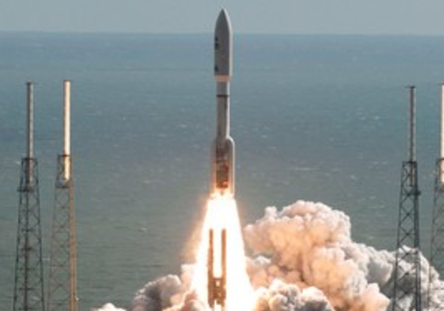 Atlas 5 rocket lifts off from the launch pad
