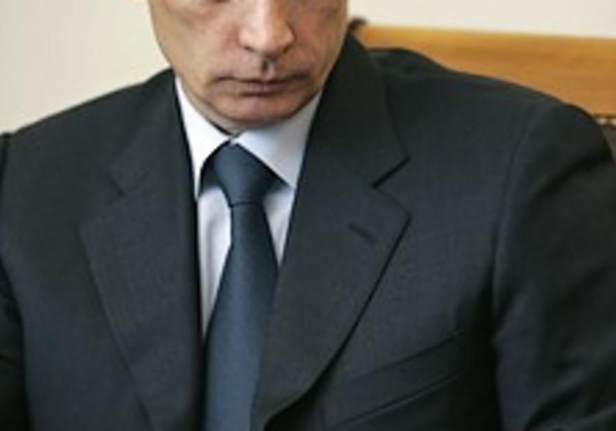Putin heads to Belarus for talks on merger