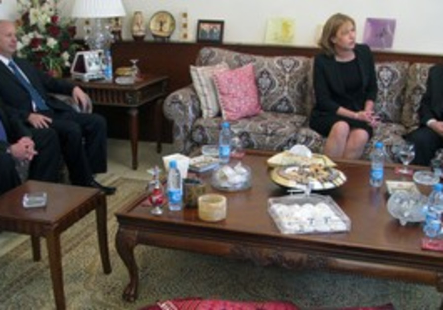 Opposition leader Livni meets PA's Abbas in Amman
