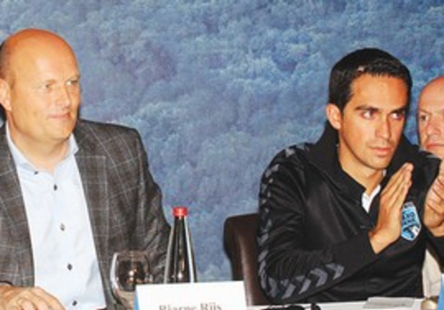Tour de France winner Alberto Contador (right)