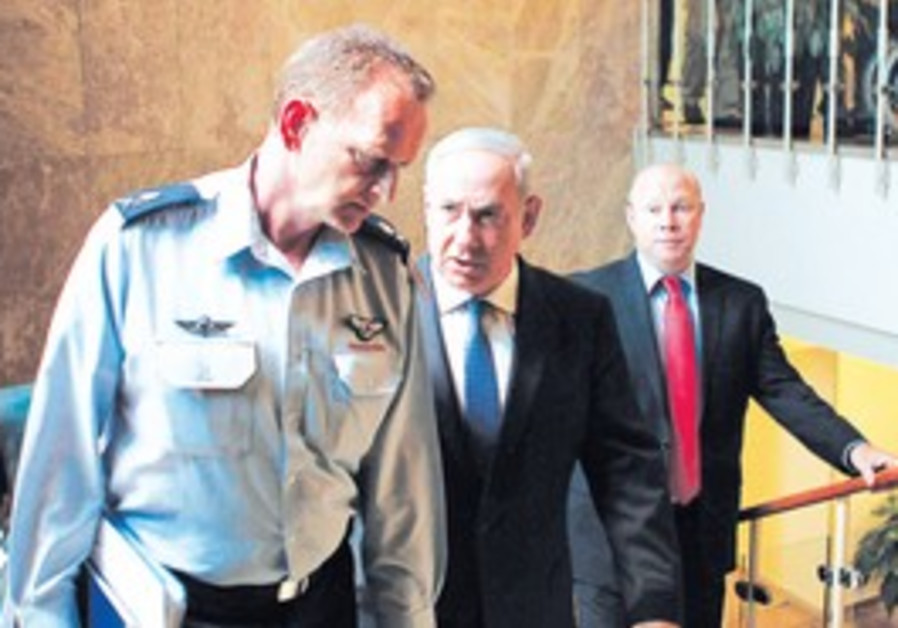Netanyahu, Maj.-Gen. Yohanan Locker