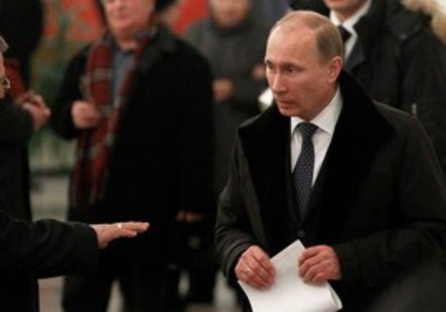 Vladimir Putin casts his vote