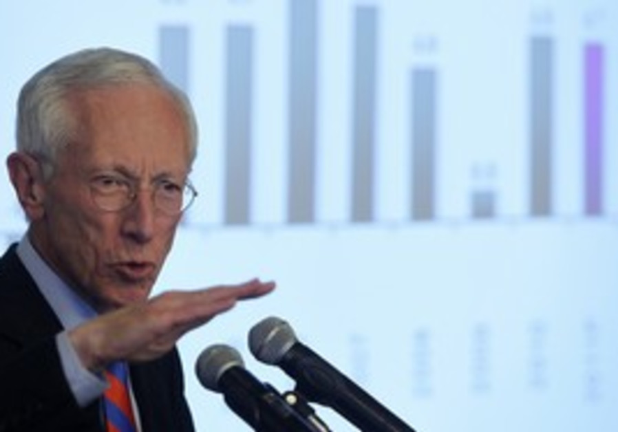 Stanley Fischer at press conference in Jerusalem