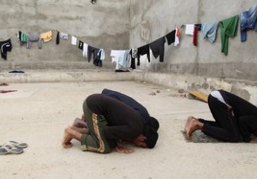 Arab prisoners pray [illustrative]