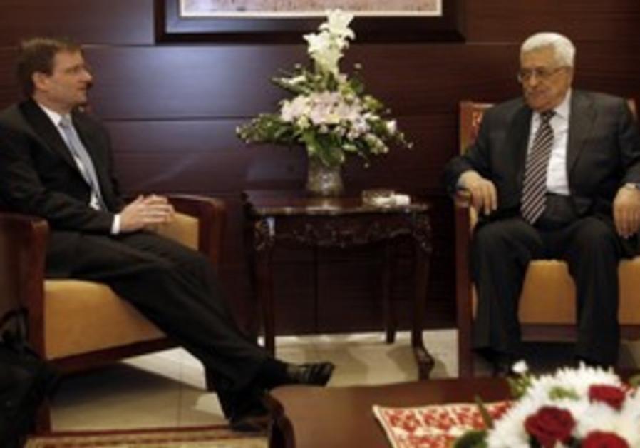 US special envoy David Hale meets Abbas [file]