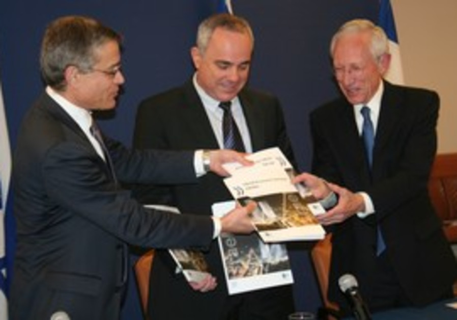 Fischer, Steinits receive copy of OECD report