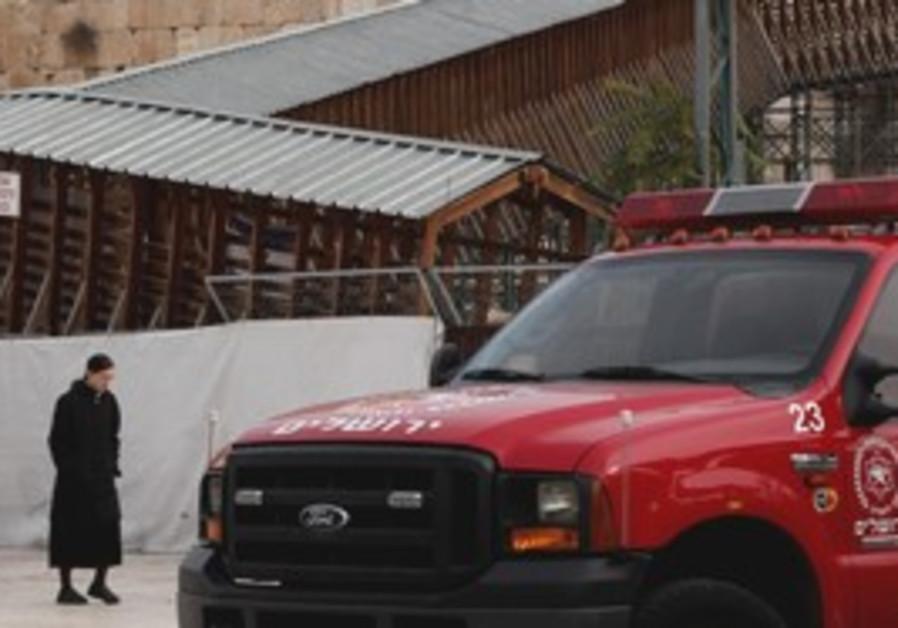Mugrabi Bridge, fire truck