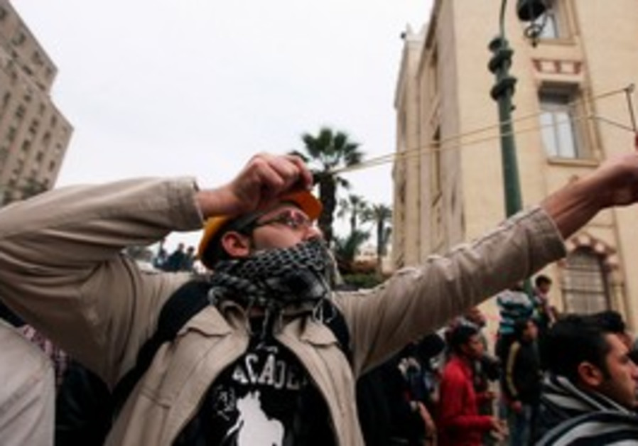 Protester fires slingshot at soldiers in Cairo